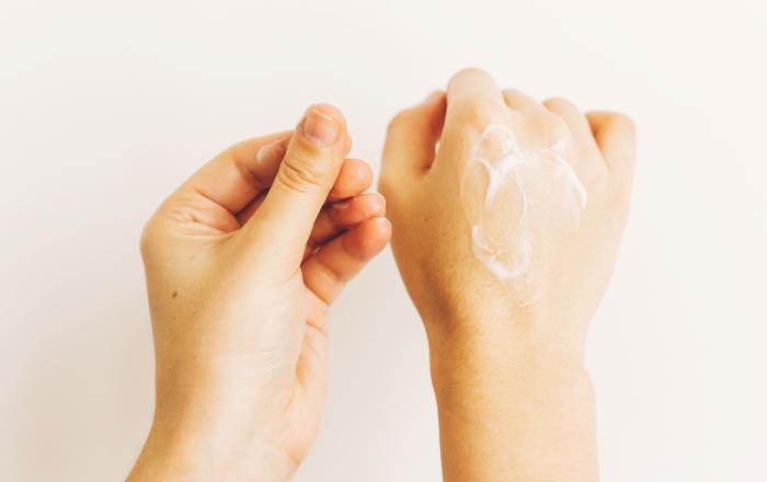 Cilt Çatlakları Nasıl Önlenir: Vücut Bakımı Önerileri